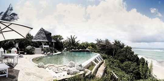 Vue piscine hôtel Msambweni Beach House